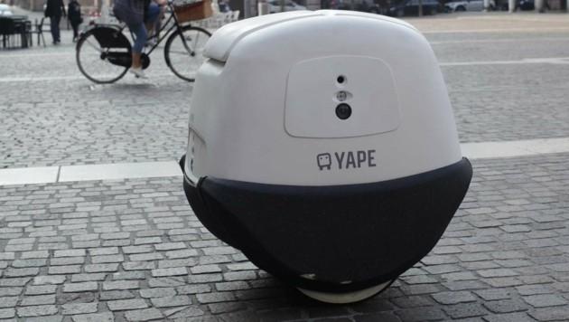 """Der Roboter-Briefträger """"Yape"""" im Einsatz (Bild: e-Novia)"""