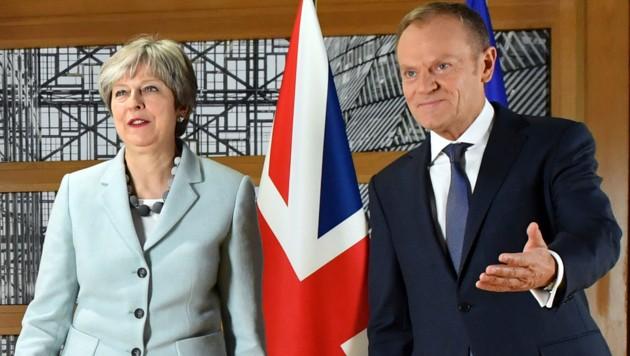 Die britische Premierministerin Theresa May, EU-Ratspräsident Donald Tusk (Bild: AP)