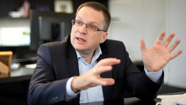 """""""Wer sich gegen unsere demokratische Grundordnung stellt, hat keinen Platz in unserer Gesellschaft"""": ÖVP-Klubobmann August Wöginger (Bild: APA/Roland Schlager)"""