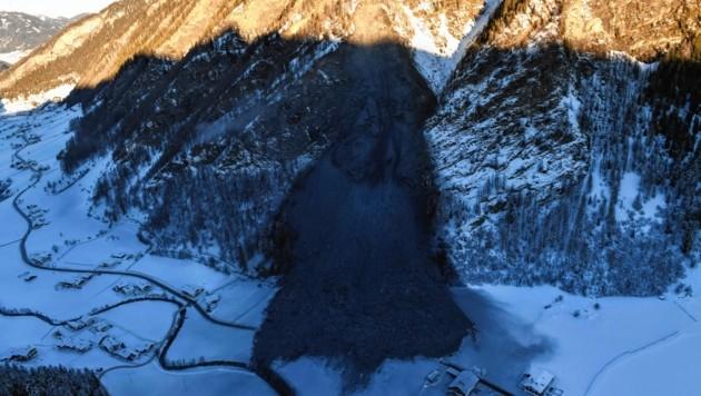 Der Felssturz in Vals: Wie durch ein Wunder wurde bei diesem verheerenden Naturereignis niemand verletzt oder getötet. (Bild: Zeitungsfoto.at)