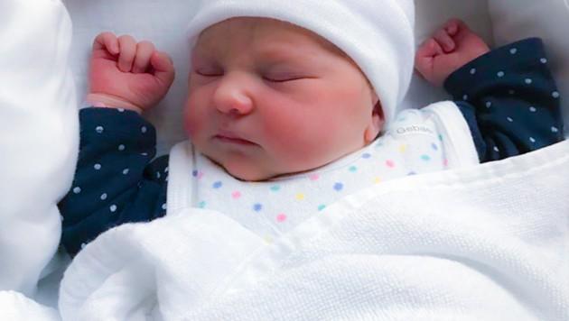 So friedlich schlief Julia Marie aus Leoben nach ihrer Geburt. (Bild: Sepp Pail, Kronen Zeitung)