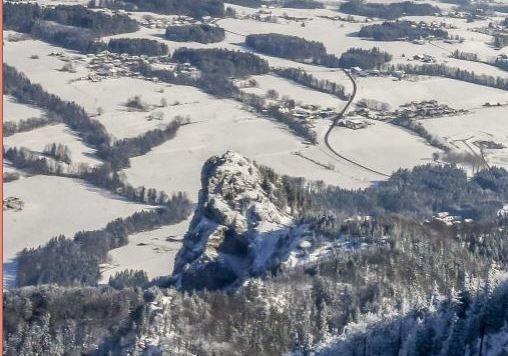 Markanter Gipfel des Nocksteins. Hier eine Stromleitung?