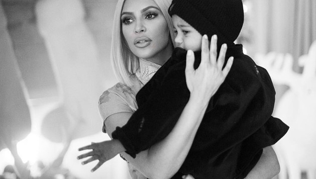 Kim Kardashian mit Söhnchen Saint