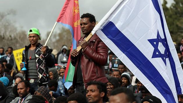 Afrikanische Flüchtlinge protestieren gegen Israels Asylpolitik. (Bild: AFP)