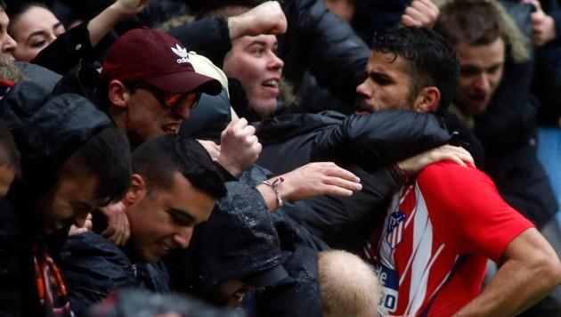 Costa feiert, schon vorbelastet (Bild: AFP)