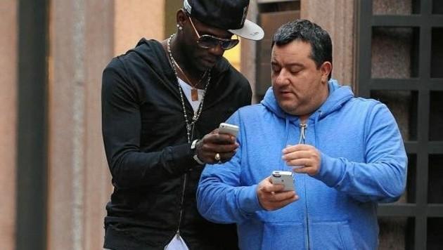 Mario Balotelli mit seinem Berater Mino Raiola (rechts) (Bild: Getty Images)