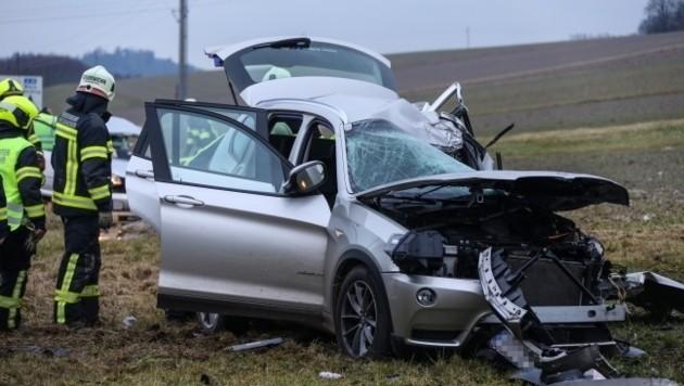 Schwerer Verkehrsunfall in Mosham mit einem Toten und einem Schwerverletzten. (Bild: laumat.at)