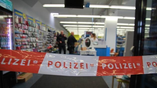 Am Arbeitsplatz in Linz-Auwiesen wurde die zweifache Mutter niedergestochen - nun ist ihr Mann gefasst. (Bild: Christoph Gantner)