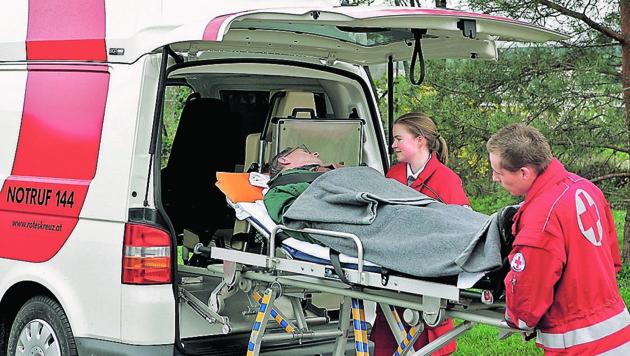 Die Verletzten mussten ins Krankenhaus gebracht werden (Symbolbild) (Bild: ÖRK/Anna Stöcher)