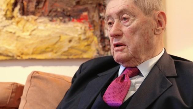 """Beim """"Krone""""-Gespräch in seinem Firmensitz am Wiener Opernring. Der 79-jährige Industrielle und Ex-Politiker schüttelt Zitate – von Gandhi über Churchill – nur so aus dem Ärmel. (Bild: KRISTIAN BISSUTI)"""