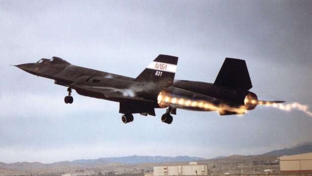 Eine Lockheed SR-71 Blackbird beim Start