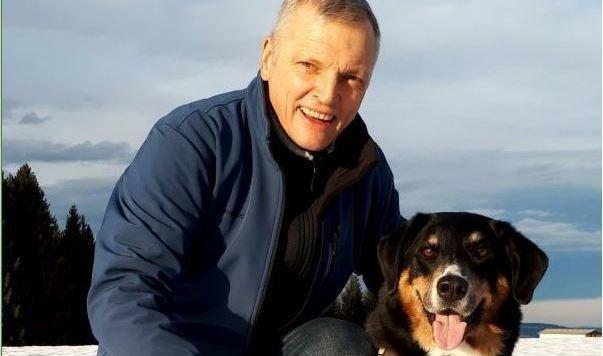 Josef Schöchl mit Emil - lange Spaziergänge sind Energiequelle.