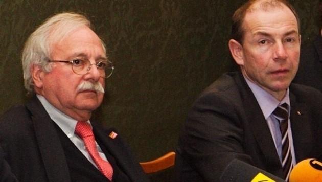 Ackerl (li.) und Hiegelsberger, das rotschwarze Gemeindeaufsichtsgespann, hier im Jahr 2012. (Bild: Land OÖ)
