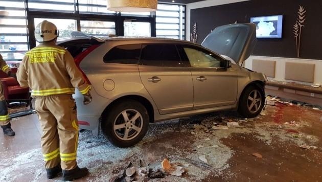 Zweiter Vorfall in NÖ: Auto kracht in Krankenhaus