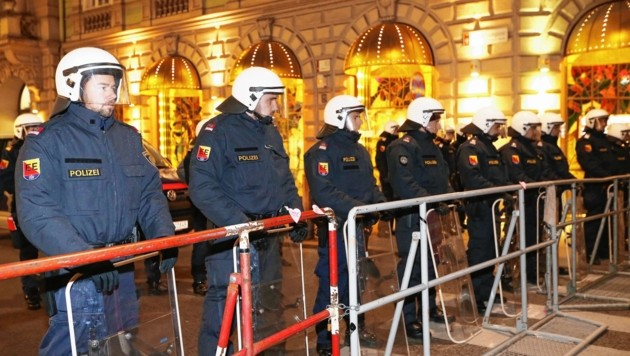 Polizeiaufgebot beim Grazer Akademikerball in der City