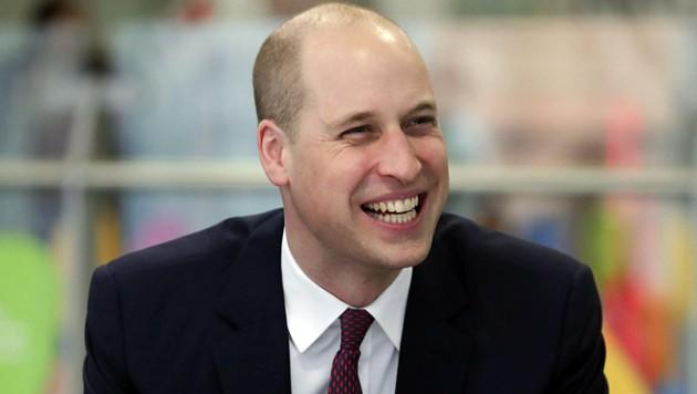 Prinz William kann trotz neuer 200-Euro-Frisur noch lachen.