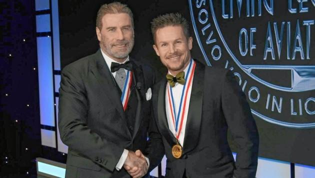 Hollywoodstar John Travolta hielt die Laudatio auf Felix Baumgartner. (Bild: Red Bull/Larry Grace )