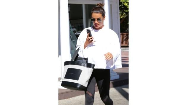 Stil muss sein: Lea Michele geht sogar zum Sport mit ihrer Alexander-Wang-Designertasche.