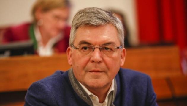 Personal-LR Sepp Schwaiger informierte die Öffentlichkeit über den Verwaltungs-Fehler