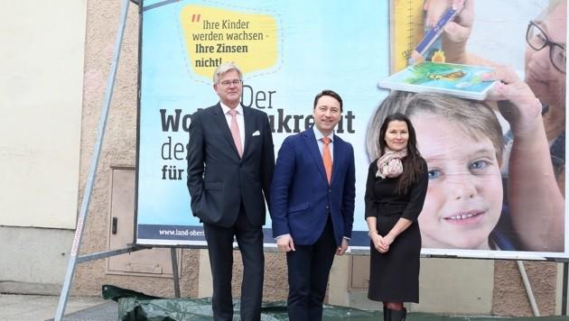 Dr. Andreas Mitterlehner, Generaldirektor der HYPO Oberösterreich, Wohnbaureferent LH-Stv. Dr. Manfred Haimbuchner undMag. Irene Simader, Leiterin der Abteilung Wohnbauförderung des Landes Oberösterreich.