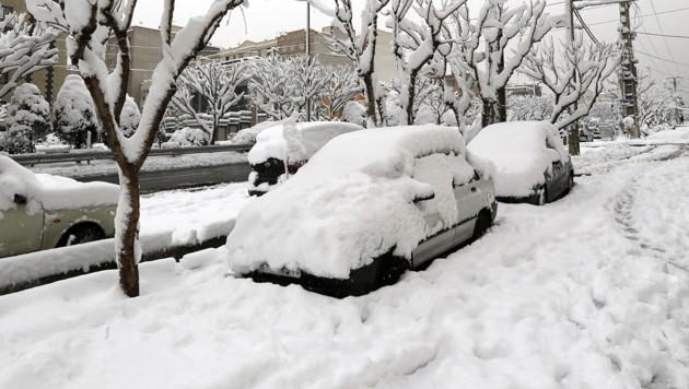 Iran: Erster Schneefall sorgt für Chaos in Teheran