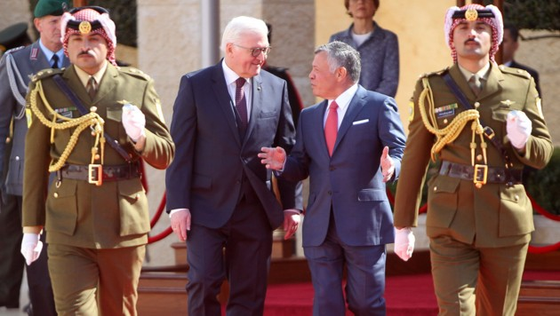 Frank-Walter Steinmeier im Gespräch mit König Abdullah II (Bild: APA/AFP/Jordanian Royal Palace/Yousef ALLAN)
