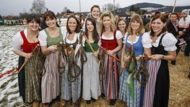 Die Schnalzerinnen aus Anthering bilden die einzige reine Mädelsgruppe.
