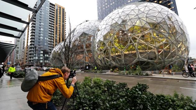 """Das Amazon-Hauptquartier in Seattle mit den berühmten """"Sphären"""". (Bild: AP)"""