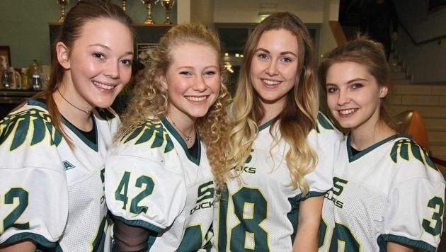 Magdalena Memmer, Anna Strigl, Serafina Vatter, Selina Ginzinger (Salzburg Ducks) drücken heuer wieder die Daumen. (Bild: Salzburg Ducks)