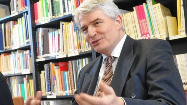 Der Salzburger Uni-Rektor Heinrich Schmidinger ist für moderate Studiengebühren (Bild: UniKo)