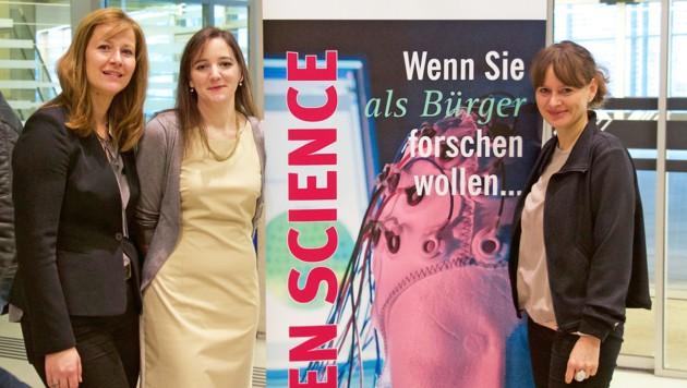 Karin Raab-Oertel (Universität Salzburg), Marlene Ernst (Citizen Science) und Landesrätin Martina Berthold (Bild: Universität Salzburg)