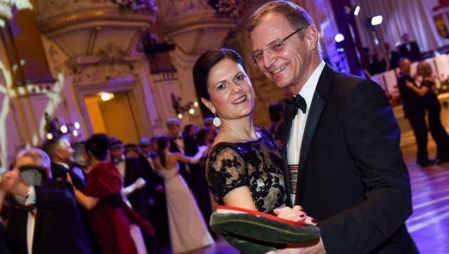 Bettina Stelzer mit Ehemann LH Thomas Stelzer kürzlich am CV Ball im Palais Linz.