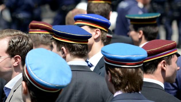 Burschenschafter während einer Kundgebung in Wien