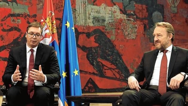Treffen Serbien – Bosnien: Aleksandar Vucic lässt sich von den Abspaltungsdrohungen des Führers der bosnischen Serben, Milorad Dodik, nicht beeindrucken und garantiert (hier mit dem Führer der Bosniaken, Bakir Izetbegovic,) die Integrität des Staates in den Grenzen des Dayton-Vertrages.