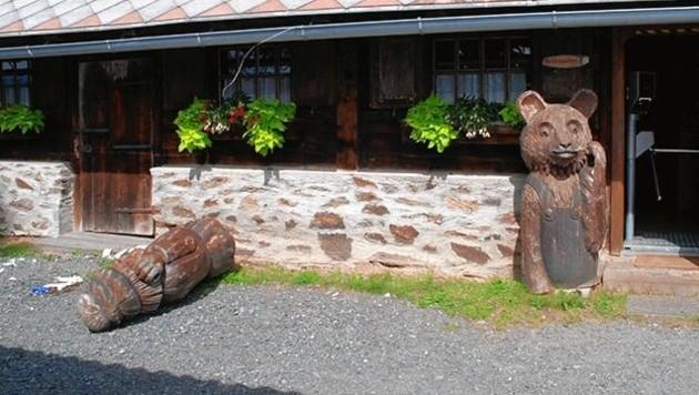 Gerlitzen, Alm und Bauernmuseum, Holzskulptur umgestürzt auf Bub, 5-Jähriger tot (Bild: Polizei)