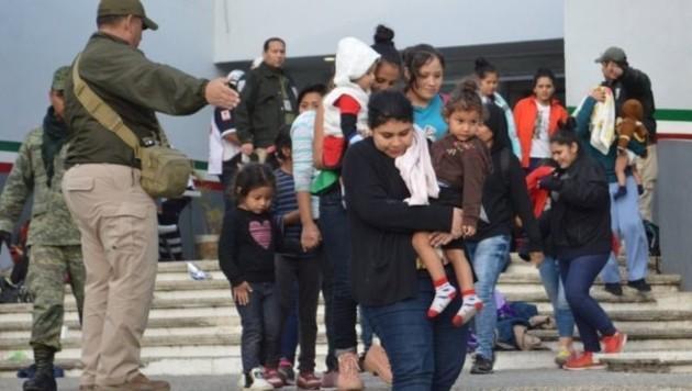 In Mexiko wurden fast 200 Flüchtlinge aus einem Lkw befreit. (Bild: twitter.com)