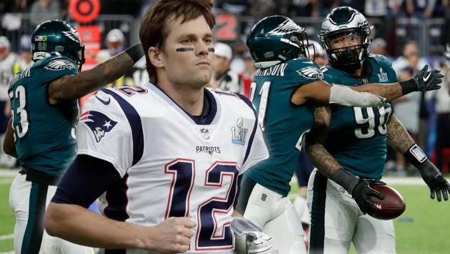 Der Außenseiter Philadelphia Eagles triumphiert im größten Sportspektakel der USA. Tom Brady (Mitte) muss dagegen einen neuen Anlauf auf seine sechste Super-Bowl-Trophäe nehmen. (Bild: AP/Matt York, AP/Matt York, krone.at-Grafik)