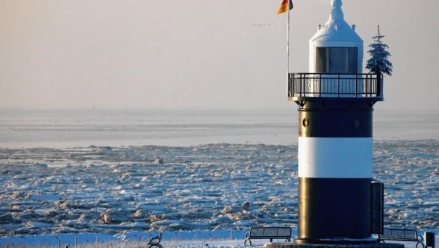 Der kleine Leuchtturm an der Hafeneinfahrt von Wremen an der Aussenweser. (Bild: AP)