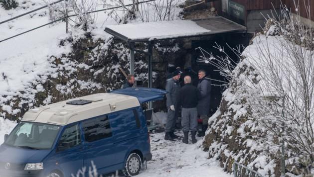 Mitarbeiter der Tatortgruppe des Landeskriminalamts betraten den Schießtunnel und sicherten Spuren. (Bild: FOTOKERSCHI.AT/KERSCHBAUMMAYR)