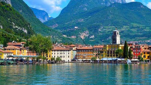Viele Tiroler wird es zu Pfingsten an den Gardasee ziehen. (Bild: stock.adobe.com)