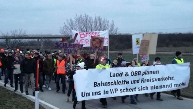 Proteste gegen die Bahnschleife in Wulkaprodersdorf (Bild: Sieglinde Marinits)