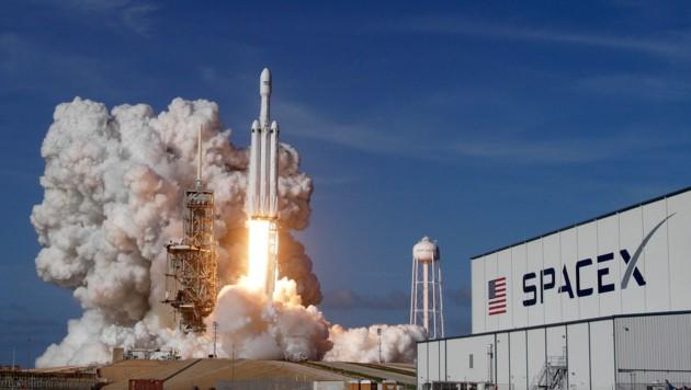 Start einer Falcon-Heavy-Rakete des privaten Raumfahrtunternehmens SpaceX (Bild: Orlando Sentinel)
