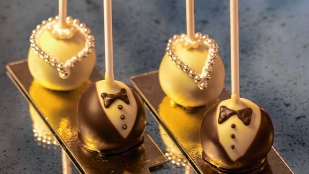 Wer seinen süßen Hunger stillen möchte, kann sich Debütanten-Cakepops um 4,50 Euro gönnen.