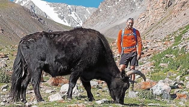 Reiseleiter Jacob Zurl macht auch tierische Bekanntschaft