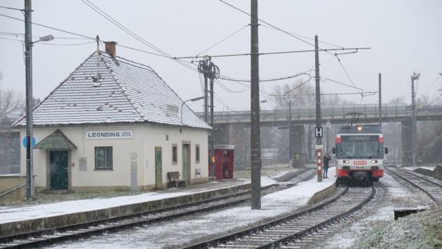 Die LILO- und Westbahnstrecke splitten Leonding in zwei Teile. (Bild: Horst Einšder)