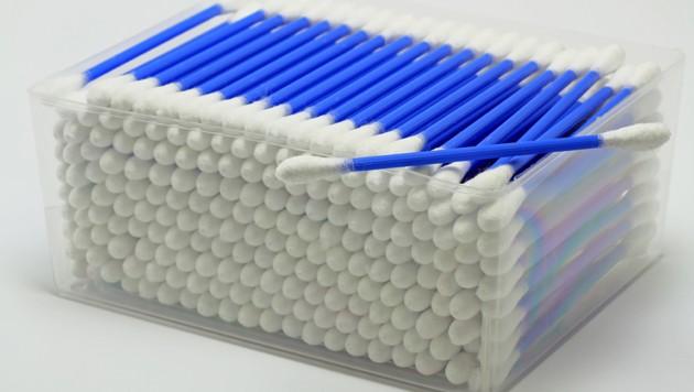 Immer weniger Menschen kaufen Wattestäbchen aus Plastik. (Bild: stock.adobe.com, krone.at-Grafik)