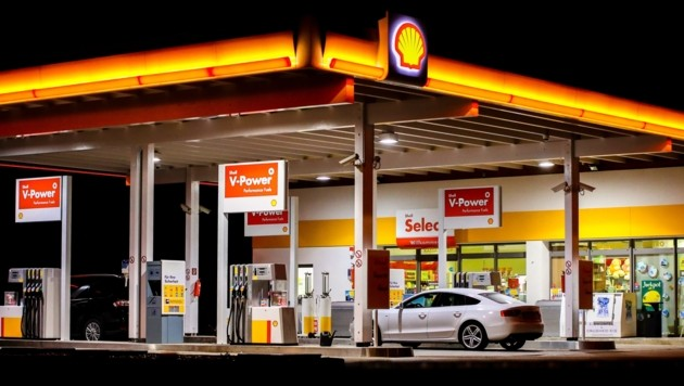 Auch diese Tankstelle in Lochen wurde von dem nun gefassten Verdächtigen überfallen. (Bild: Pressefoto Scharinger © Daniel Scharinger)