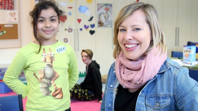 SPÖ-Familiensprecherin Petra Müllner (re.) ist bei Betrachtung der Kindergarten-Gebühren nicht mehr zum Lachen zumute. (Bild: Sabrina Liedl)