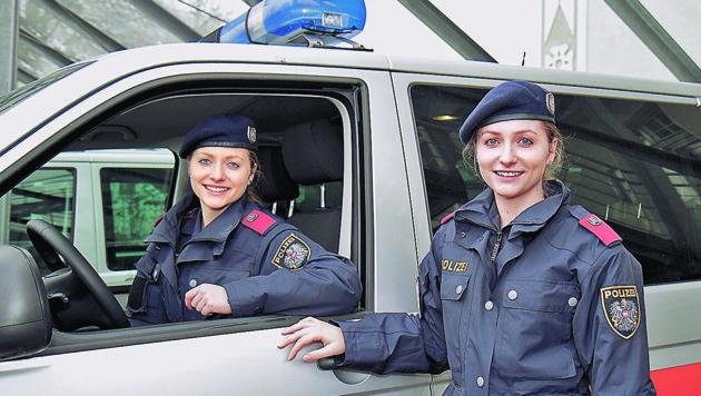 Turbo-Twins in der Linzer Polizeischule: Alexandra und Isabella Schmied aus Lambrechten (Bild: Markus Schütz)