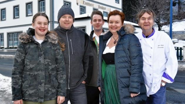 Christoph und Helga Klary mit Tochter Katharina, Sohn Michael und Seniorchef Willi. Eine tolerante Hoteliersfamilie!